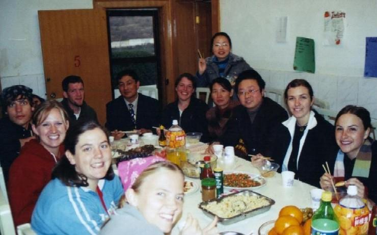 <P align=left><STRONG><FONT face=Verdana,Geneva,Arial,Helvetica,Sans-Serif size=4>Dining Hall in Kunming</FONT></STRONG></P>