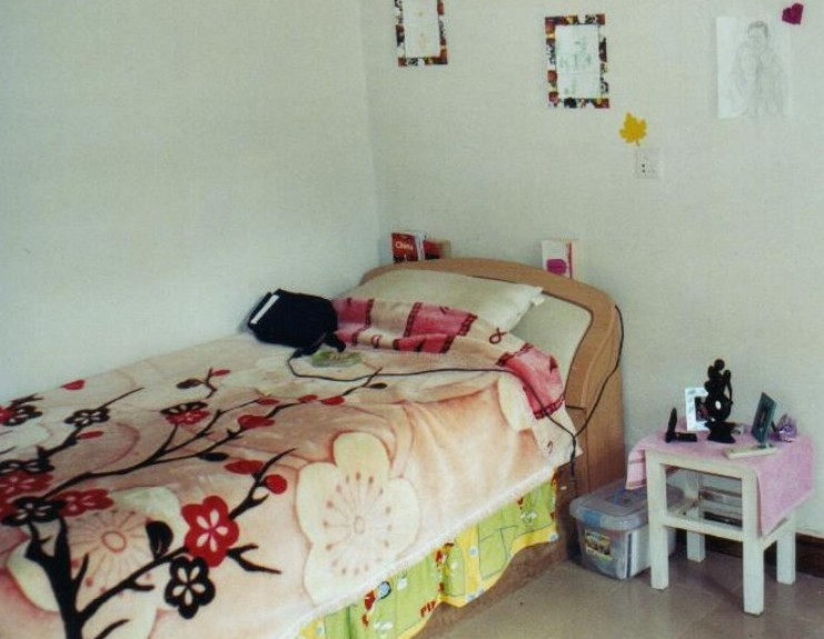 <P align=left><STRONG><FONT face=Verdana,Geneva,Arial,Helvetica,Sans-Serif size=4>Teachers' Bedroom in Kunming</FONT></STRONG></P>