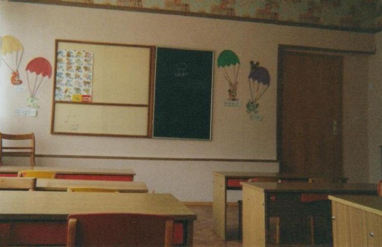 <P align=left><b><FONT face=Verdana,Geneva,Arial,Helvetica,Sans-Serif size=4>Classroom in Moscow 1</FONT></b></P>